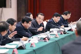 Chinese premier stresses steady economic development, people's livelihood